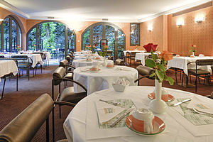 Breakfast tables - Paris Opera Cadet Hotel.jpg